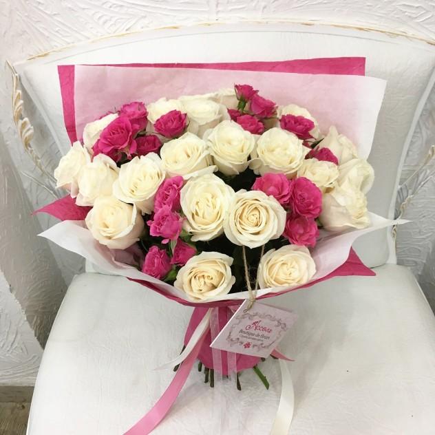 Бело-розовый парус
